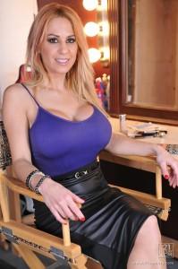 Alyssa Lynn at Club Sandy